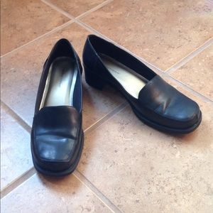 Women's Size 10W Black Low Heeled Shoes